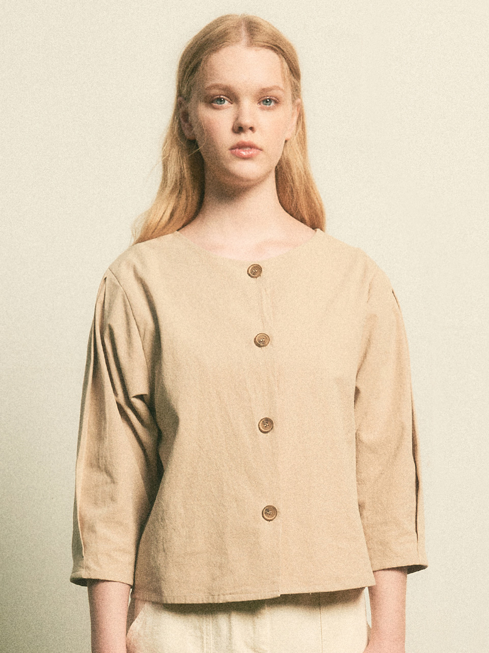 Button Point Balloon Blouse_Beige